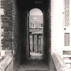 Passageway from Havelock St leading to Brunswick St, May 1979   Photo: Tony Allwright