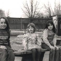 Three girls at Broomhall adventure playground, May 1979 | Photo: Tony Allwright