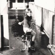 Broomhall Flats: boy on bike, July 1978 | Photo: Tony Allwright