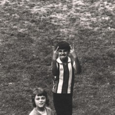Boy gesturing, Broomhall Flats. May 1978 | Photo: Tony Allwright