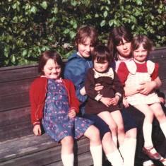 Five girls, Broomhall Flats. June 1978 | Photo: Tony Allwright