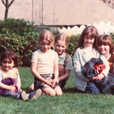 Five girls on the grass, Broomhall Flats. June 1978 | Photo: Tony Allwright