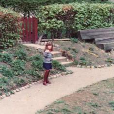 Girl on path, Broomhall Flats. June 1978 | Photo: Tony Allwright