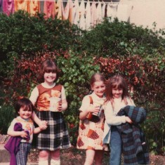 Four girls, Broomhall Flats. June 1978 | Photo: Tony Allwright