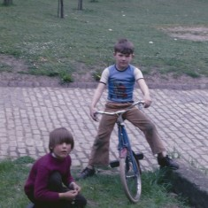 Two boys and bike, Broomhall Flats. July 1978 | Photo: Tony Allwright
