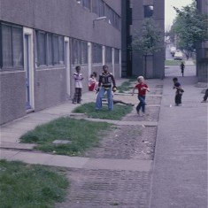 Boys at play, Broomhall Flats. July 1978 | Photo: Tony Allwright
