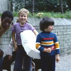 Boys with polystyrene, Broomhall Flats. July 1978 | Photo: Tony Allwright