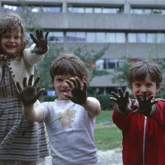 Muddy hands, Broomhall Flats. July 1978 | Photo: Tony Allwright