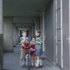 Three friends, Broomhall Flats. July 1978 | Photo: Tony Allwright