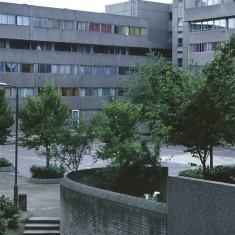 Courtyard, Broomhall Flats. July 1978 | Photo: Tony Allwright
