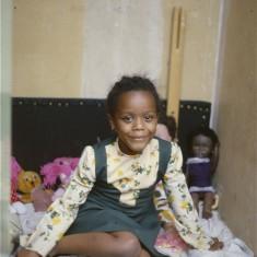 Girl with dolls, Broomhall Flats. July 1978 | Photo: Tony Allwright