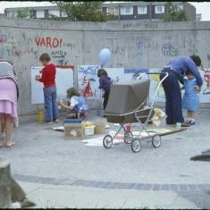 Murals, Broomhall summer fair, Hanover Flats. September 1979 | Photo: Tony Allwright