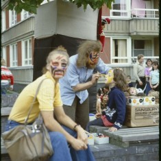 Face painting, Broomhall summer fair, Hanover Flats. September 1979 | Photo: Tony Allwright
