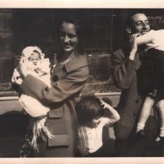 The Moore family, 1965 (L-R: Helen, Josie, Sandra, Malcolm, Kathryn) | Photo: Josie Moore