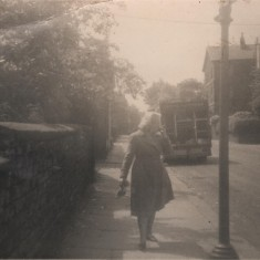 Vera Barker standing on Broomhall Street, 1968 | Photo: Lynn Pearson
