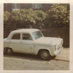 Car outside 255 Broomhall St, 1965 | Photo: Lynn Pearson