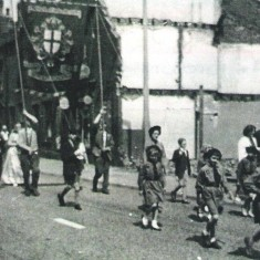 May Day Parade with the Brownie Group, Broomhall. 1960s | Photo: Maureen Giddings
