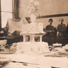 Malcolm and Josie Moore's wedding cake.1960 | Photo: Josie Moore