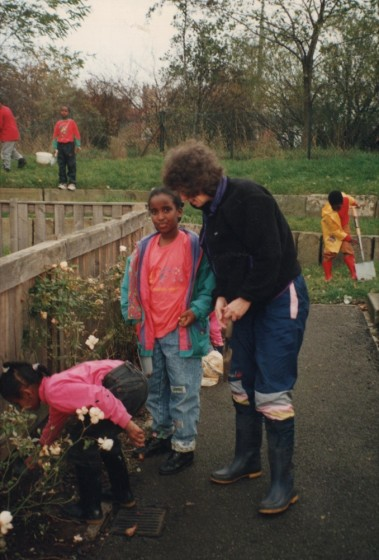 Children planting bulbs with volunteers, 1997 | Photo: Broomhall Centre