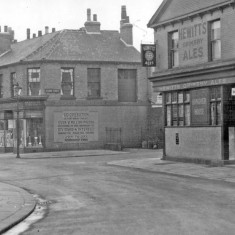 Hanover pub on the corner of Upper Hanover Street and Clarke Street. 1935 | Photo: SALS PSs16792