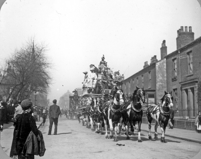 Sanger's Circus Procession, Upper Hanover Street | Photo: SALS PSw00143