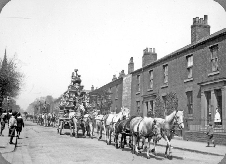 Sanger's Circus Procession, Upper Hanover Street | Photo: SALS PSw00144