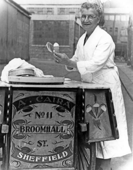 Theresa Caira (nee Marcontonio), Achille Caira Ice Cream Cart. Pre 1966 | Photo: SALS PSv03901