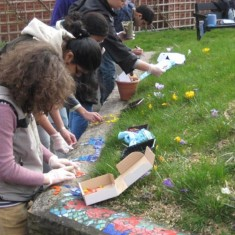 Making the mosaic on Havelock Street. 2010 | Photo: Polly Blacker / Tony Cornah
