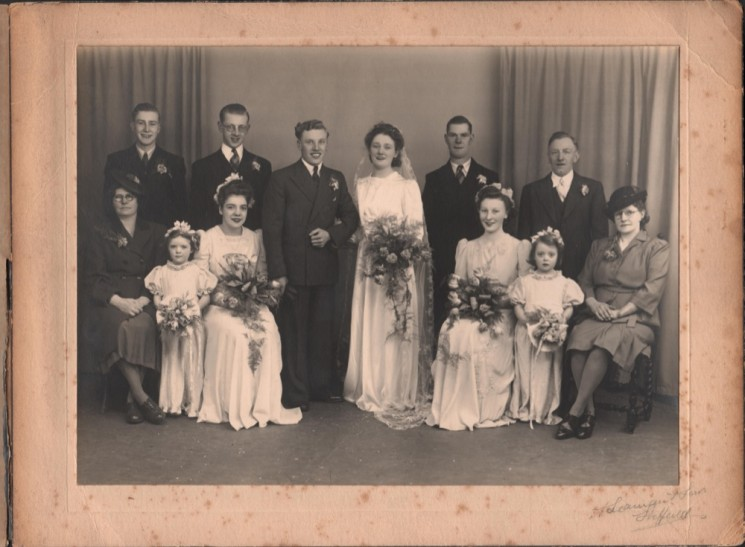 Wedding Party at Roy and Trudy Ashton' s wedding. 1947 | Photo: Roy and Trudy Ashton