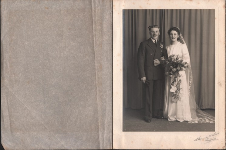 Roy and Trudy Ashton on their wedding day. 1947 | Photo: Roy and Trudy Ashton