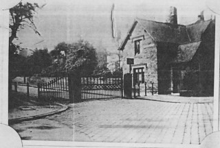 Collegiate Crescent Gates. Early 1900s | Photo: BPA