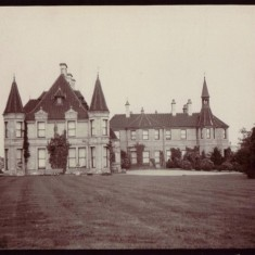 Wales Court Broomhead Colton-Fox family home in Wales village near Sheffield. Unknown year | Photo: Stian Alexander
