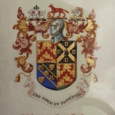 Broomhead Colton-Fox family crest/coat of arms. Unknown year | Photo: Stian Alexander