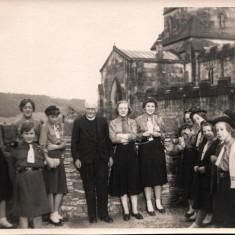 Rev. James Haythornthwaite and Dorothy Haythornthwaite in Bakewell. 1958   Photo: Audrey Russell