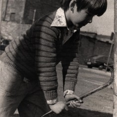 Young boy playing with a crowbar. 1970s | Photo: Our Broomhall