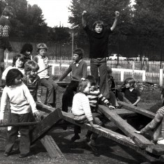 Children playing on a makeshift seesaw. 1980s | Photo: Our Broomhall