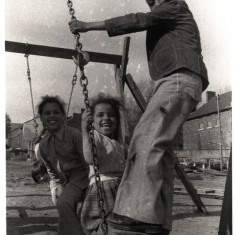 Children playing on a makeshift swing. 1980s | Photo: Our Broomhall