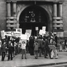 Protest to save the Gell St Playground outside the Town Hall. 1980s | Photo: Our Broomhall