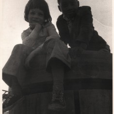 Children posing on top of a wooden tower. 1980s | Photo: Our Broomhall