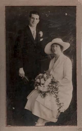 Sydney Cunningham and Mabel Barringer on their wedding day. 26 December 1921 | Photo: Pamela Jackson