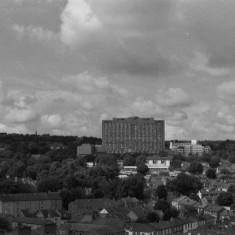 The Royal Hallamshire Hospital from the Hanover Flats roof. August 2014 | Photo: Jepoy Sotomayor
