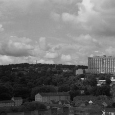 Broomhill and the Royal Hallamshire Hospital from the Hanover Flats roof. August 2014 | Photo: Jepoy Sotomayor