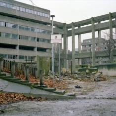 Broomhall flats, empty before demolition. 1985 | Photo: Adrian Wynn