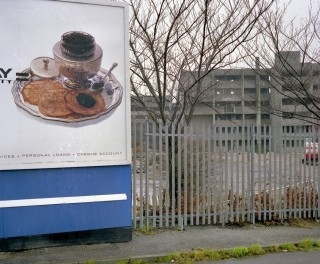 Billboard and Broomhall flats, empty before demolition, from Hanover Way. 1985 | Photo: Adrian Wynn