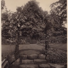The bower in the garden at Park House. c. 1930 | Photo: William Emery