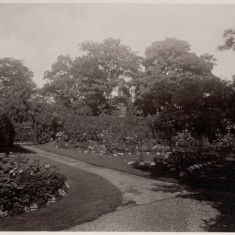 Flower beds in the garden at Park House. c. 1930 | Photo: William Emery