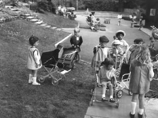 Pram Play | Photo: Broomhall Nursery